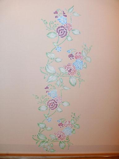 Роспись стен лестницы