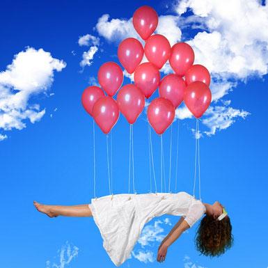 PSIO RECUPERATION TURBO-SIESTE fille plane ciel avec ballons