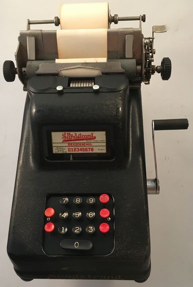 Sumadora SUNDSTRAND, s/n 179928, fabricada por Sundstrand Adding Machine Co en Rockford (USA),  año 1918, 39x26x25 cm