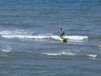 いい感じ~ 還暦お父さん!サーフィン初めてまだ日が浅いですがコツコツが身を結びますよ!