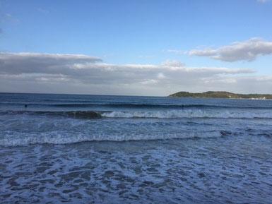 朝一は潮が多かったですが、それでも選べば十分乗れる波でした❤