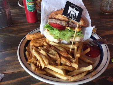 私はハンバーガーセット!海入って無いけど、こんなに食べていいのかな(笑)??