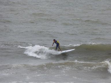ボヨついて、乗りにくい波も乗りつないでます。