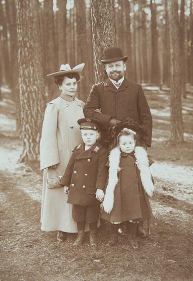 Bowien family in Berlin-Charlottenburg, 1902