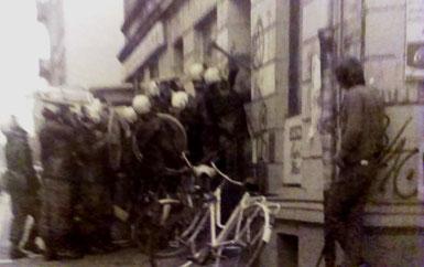 Et af politiets talrige indbrudsforsøg i de besatte huse i Hafenstrasse