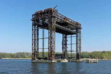 Die Eisenbahn Hubbrücke Karnin am Peenestrom