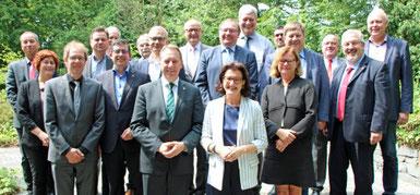Landrat Jochen Hagt und die 13 oberbergischen Bürgermeister sind im Gespräch mit Regierungspräsidentin Gisela Walsken über den zukünftigen Regionalplan. (Foto: OBK)