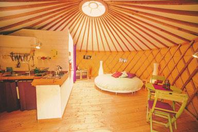 original-housing-yurt-Loire-valley-vineyard