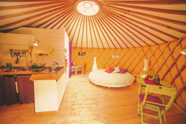 original-housing-yurt-Loire-valley-vineyard