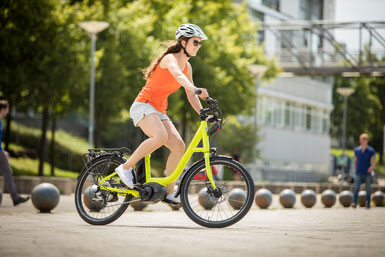 Sehen Sie sich den Unterschied zwischen Falt- und Kompaktrad im Shop in Frankfurt an