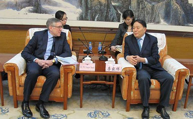 Luxembourg's Francois Bausch with Li Jiaxiang of CAAC  /  source: SIP/MDDI