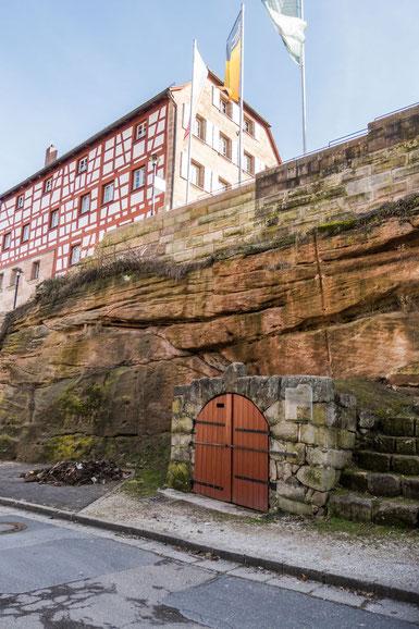 © Traudi - Das Pantscherbrünnla, darüber das Rathaus