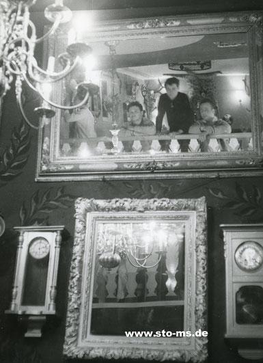 Rechts im Spiegel Lothar Weldert