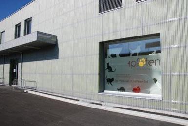 Die Kleintierpraxis 4 Pfoten im Gebäude der Meiko AG Villmergen im Erdgeschoss rechts