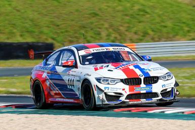 Der BMW M4 GT4 von Leutheuser Racing & Events war nicht aufzuhalten. Gesamtsieg in der NES 500 in Oschersleben.
