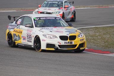 Foto: Klaus Höhn / Der Leutheuser-BMW 699 gibt einem Konkurrenten das Nachsehen.