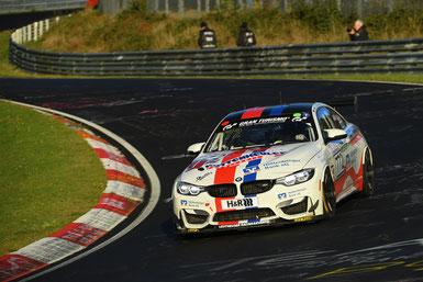 Der Leutheuser BMW M4 GT4 auf seiner Siegesfahrt