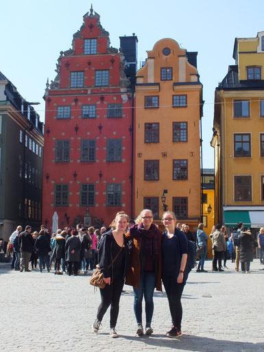 Corona Widmayer, Stephanie Jarvers und Maria Korten in Gamla Stan in Stockholm