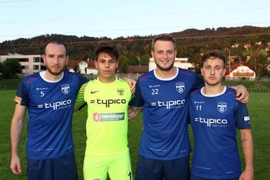 Die drei SVL-Torschützen und Tormann Sandro Eichhübl nach dem Heimsieg gegen den FC Lustenau