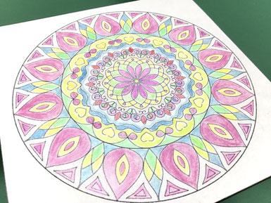 曼荼羅塗り絵アート