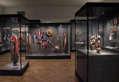 """Weltmuseum: Einblick in den Saal """"Benin und Äthiopien, Kunst-Macht-Widerstand"""" c) KHM-Museumsverband"""