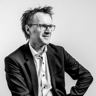 Portraitbild Dr. Wolfang Kuzmits - wissenschaftlicher Leiter des Masterlehrangs Marketingkommunikation in der Vertiefung Eventmanagement und Marketingkommunikation
