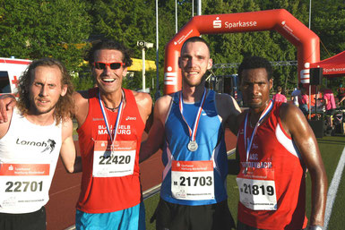Oliver Hoffmann, Dr. Markus Schraub, Micha Thomas und Yibrah Gidey Kahsay Foto: H, Schaake