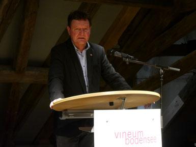 Geschäftsführer Dr. Edwin Ernst Weber berichtet den Mitgliedern