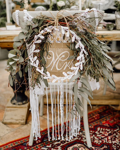 Boho Wedding Hochzeit Crossback Chairs Dekoverleih Köln Bonn the featherette
