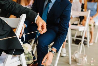 Das Wunschband ist eine sehr wertschätzende und persönliche symbolische Handlung für die Gäste.