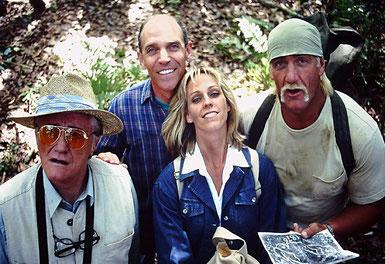 ©Sam Firstenberg, mit Robert Vaughn, Hulk Hogan und Anya Hoffmann am Set von McCinsey's Island