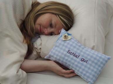 Gut und tief schlafen durch Zirbenkissen Die Wohlfühlzirbe Zirbe Wirkung Schlaf