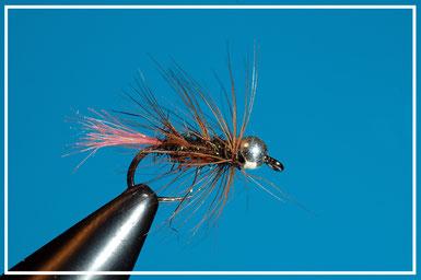 Amo: #16 - #10 Coda: angel air pink Corpo: ice dub peacock Hackle: gallina rossa girata a palmer Bead: argento