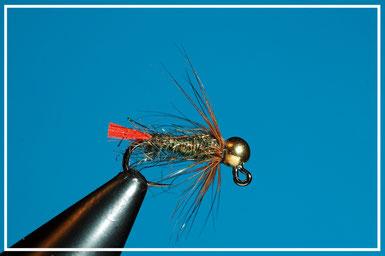 Amo: da gig #16 - #10 Coda: glo brite rosso Corpo: ice dub peacock Hackle: gallina rossa Bead: oro