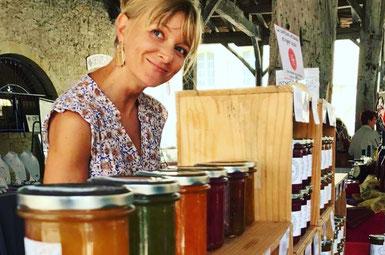 Audrey Clara, artisan confiturière sur un marché