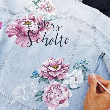 een bruid wilt een jasje over haar trouwjurk