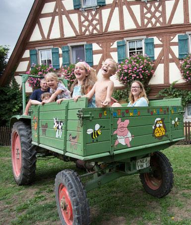 Wöchentliche Traktorfahrt mit Bauer Bernd!