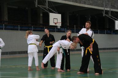 v. l.: Erika Symalla, Vanessa Diekmann, Emily Michelswirth, Diana Bulatovic, Jörg Glowacz, Benjamin Symalla