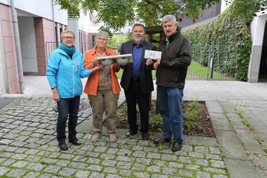 Bei der Spendenübergabe: Maria Quittek vom Umweltamt, die 2. Vorsitzende Ellen Kalkbrenner, der Projektleiter Klaus Heller und Achim Zega vom ASV Obernau