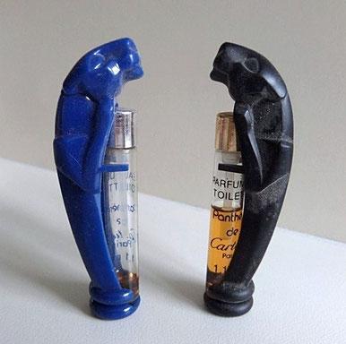 PANTHERE : 2 TUBES PARFUM DE TOILETTE & EAU DE TOILETTE. UN MIS DANS COQUE PLASTIQUE BLEU, L'AUTRE DANS COQUE PLASTIQUE NOIRE.