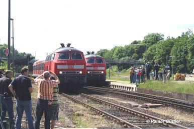 Einmalige Parallelausfahrt im Bahnhof Salzgitter-Ringelheim    (C) Rainer Güttler