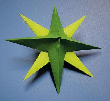 Grüner Papierstern zum Basteln