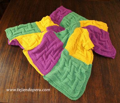 Paso a paso: cubrecama hecho con cuadrados tejidos en dos agujas o palitos