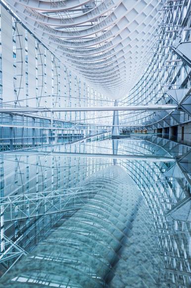 東京国際フォーラムガラスのリフレクション写真