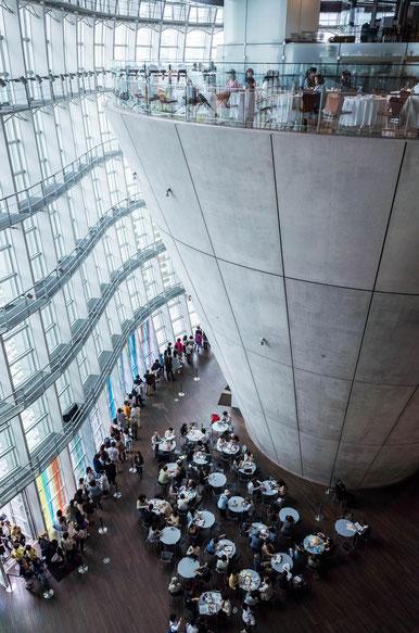 東京国立新博物館ロビー