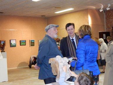 en discussion avec le président du département thierry carcenac et danielle devynk conservateur en chef du musée toulouse -lautrec