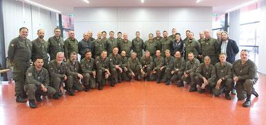 Arbeitsgemeinschaft Freiheitlicher Heeresangehöriger (AFH) Landesgruppe Kärnten vor dem Seminarzentrum Iselsberg