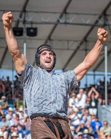 Ein stolzer Sieger des Nordwestschweizer Schwingfestes: David Schmid    (Foto: © Remo Metzger)