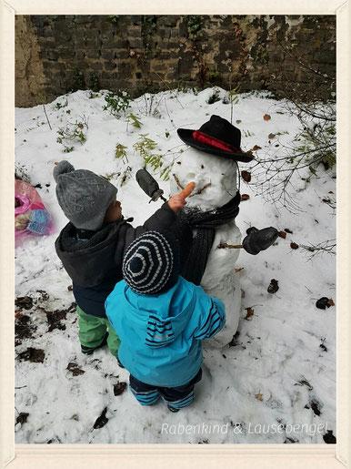Endlich Schnee in NRW (Das hat sich gereimt :D)       Der erste gemeinsame Schneemann... #teamwork