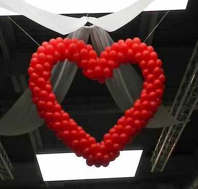 Dekoration Herz Luftballon Ballon Riesenherz Decke hängend 2 Meter Hochzeit Polterabend Location Dekoration